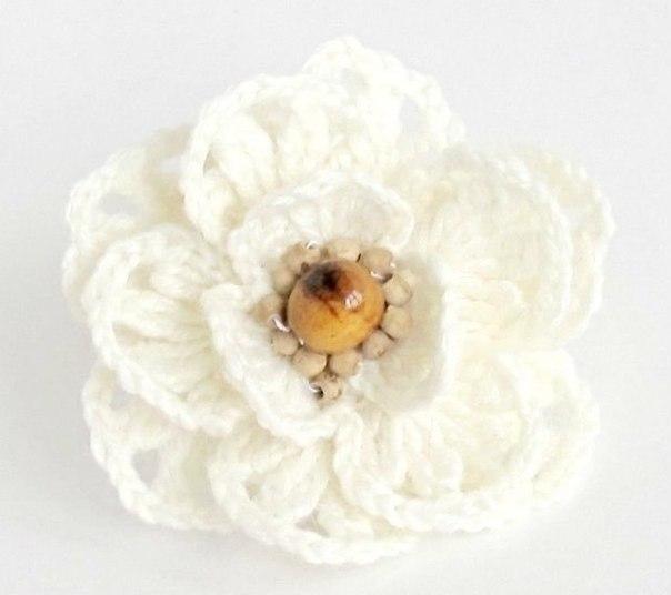 Como hacer una flor de ganchillo y abalorios – Comando Craft