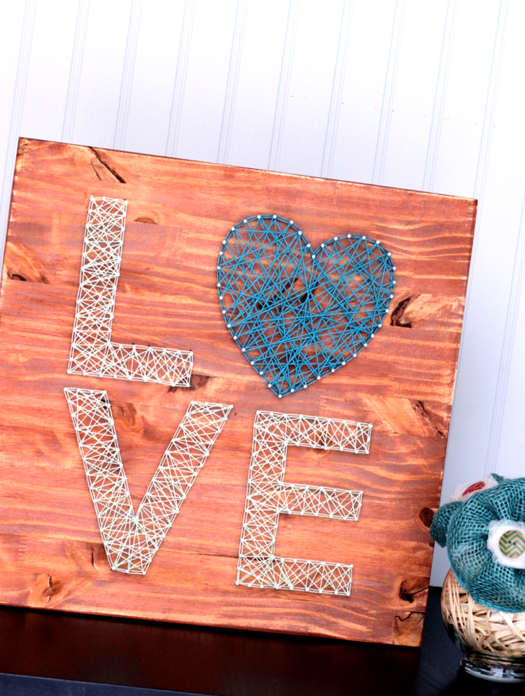 Cuadro Love con clavos y lana – Decoración – Comando Craft