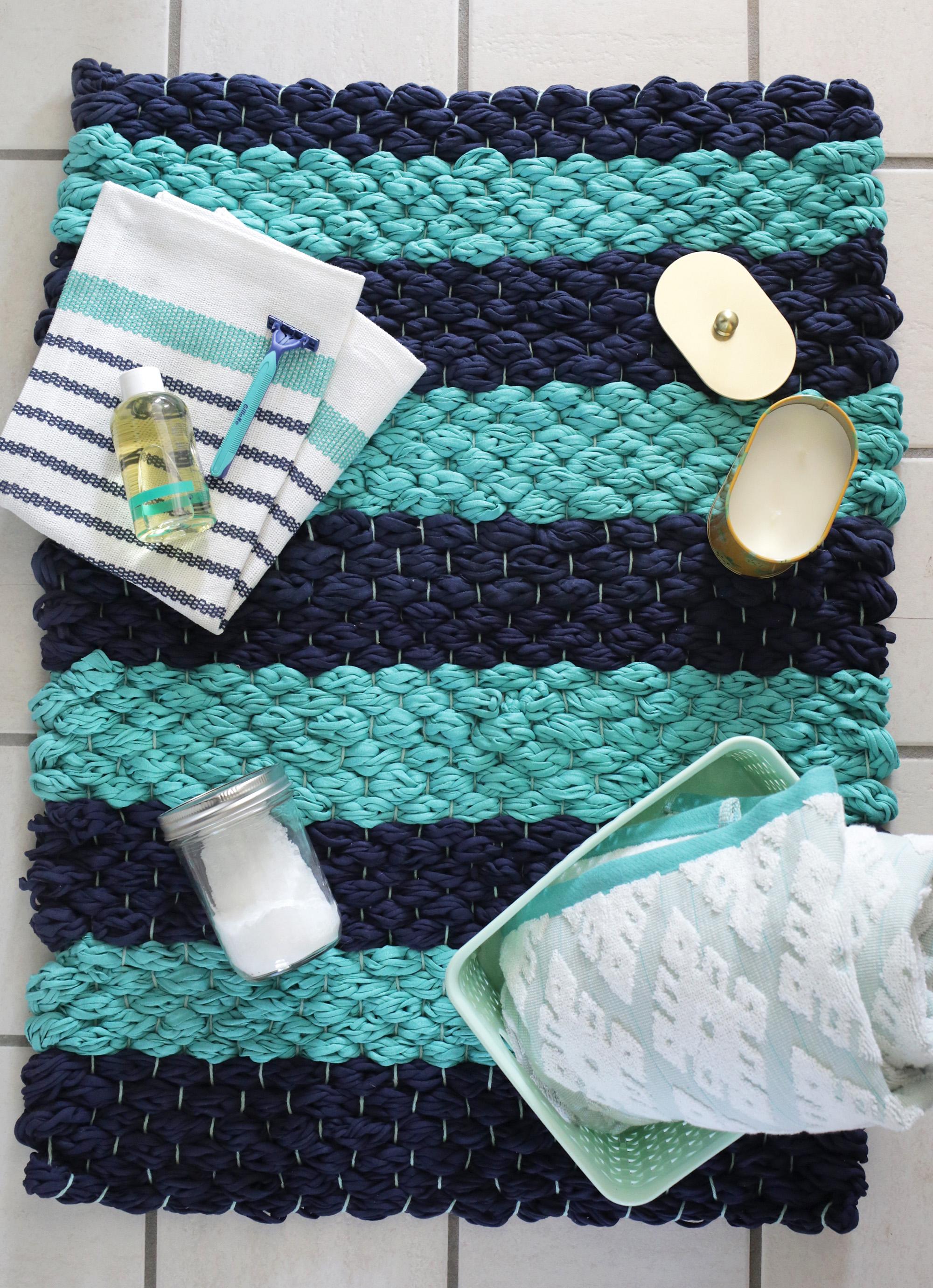 C mo hacer una alfombra de ba o con trapillo comando craft for Como hacer alfombras en bordado chino